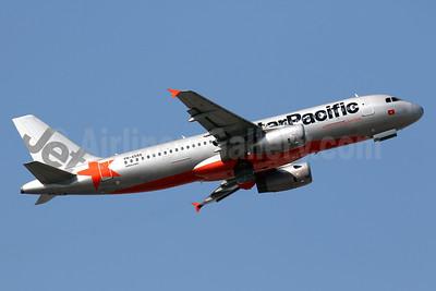 Jetstar Pacific Airlines (Jetstar.com) Airbus A320-232 VN-A555 (msn 2331) HKG (Javier Rodriguez). Image: 939006.