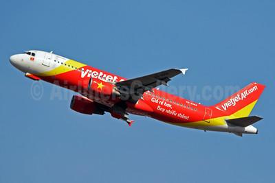 Vietjet Air (VietJetAir.com) Airbus A320-214 VN-A668 (msn 3791) BKK (Jay Selman). Image: 402705.