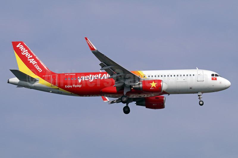Vietjet Air (VietJetAir.com) Airbus A320-214 WL VN-A655 (msn 6498) SIN (Michael B. Ing). Image: 934892.