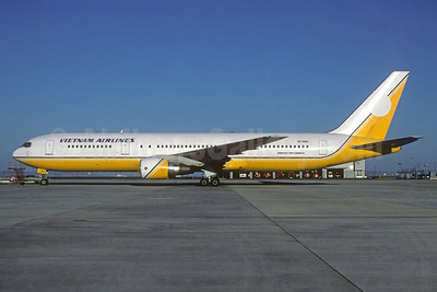 Vietnam Airlines Boeing 767-33A ER V8-RBG (msn 25532) (Royal Brunei colors) (Christian Volpati Collection). Image: 936074.