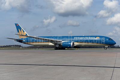 Vietnam Airlines Boeing 787-9 Dreamliner VN-A868 (msn 39288) AMS (Ton Jochems). Image: 941403.