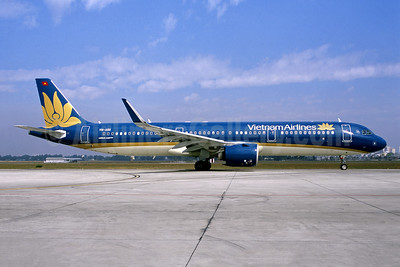 Vietnam Airlines Airbus A321-272N WL VN-A511 (msn 9242) SGN (Jacques Guillem Collection). Image: 951605.