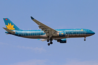 Vietnam Airlines Airbus A330-223 VN-A376 (msn 943) SIN (Christian Volpati). Image: 910744.