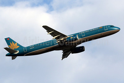 Vietnam Airlines Airbus A321-231 VN-A393 (msn 5340) HKG (Javier Rodriguez). Image: 936077.