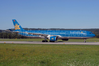 Vietnam Airlines Airbus A330-322 N225LF (VN-A368) (msn 087) ZRH (Rolf Wallner). Image: 900389.