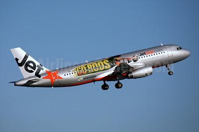 Jetstar Airways (Jetstar.com) (Australia) Airbus A320-232 VH-VQH (msn 2766) (Go Roos-Official Airline of the Kangaroos) SYD (John Adlard). Image: 900495.