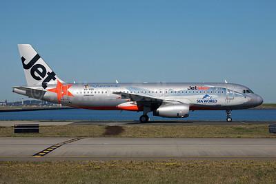 Jetstar Airways (Jetstar.com) (Australia) Airbus A320-232 VH-VQQ (msn 2537) (Sea World-shark) SYD (John Adlard). Image: 900499.