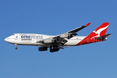 QANTAS Airways Boeing 747-438 VH-OJU (msn 25566) (Oneworld) LHR (Rolf Wallner). Image: 906494.