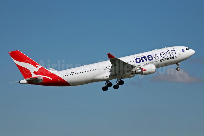 QANTAS Airways Airbus A330-203 VH-EBL (msn 976) (Oneworld) SYD (John Adlard). Image: 902798.
