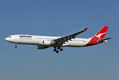 QANTAS Airways Airbus A330-303 VH-QPF (msn 595) SYD (John Adlard). Image: 905084.