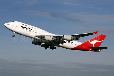 QANTAS Airways Boeing 747-438 VH-OJU (msn 25566) LHR (SPA). Image: 944667.
