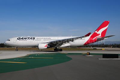 QANTAS Airways Airbus A330-203 VH-EBG (msn 887) LAX (Ton Jochems). Image: 808042.