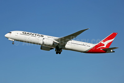 QANTAS Airways Boeing 787-9 Dreamliner VH-ZNC (msn 39040) LHR (Keith Burton). Image: 944781.