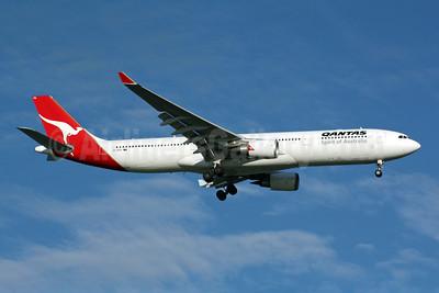 QANTAS Airways Airbus A330-303 VH-QPA (msn 553) SIN (Michael B. Ing). Image: 901019.