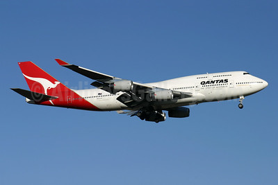 QANTAS Airways Boeing 747-438 VH-OJU (msn 25566) LHR (Antony J. Best). Image: 944668.