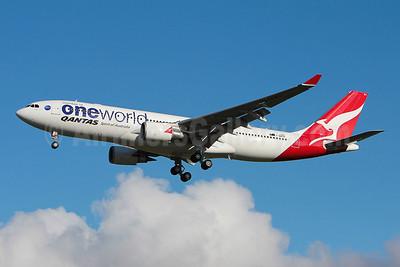 QANTAS Airways Airbus A330-202 F-WWKN (VH-EBV) (msn 1365) (Oneworld) TLS (Olivier Gregoire). Image: 909865.