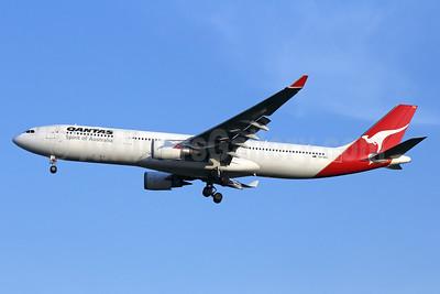 QANTAS Airways Airbus A330-303 VH-QPG (msn 603) BKK (Michael B. Ing). Image: 936245.