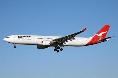 QANTAS Airways Airbus A330-303 VH-QPI (msn 705) SYD (John Adlard). Image: 902192.