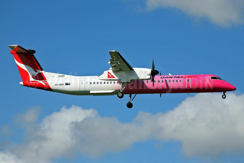 QANTAS Link-Sunstate Airlines Bombardier DHC-8-402 (Q400) VH-QOH (msn 4132) (NBCF) SYD (John Adlard). Image: 902194.