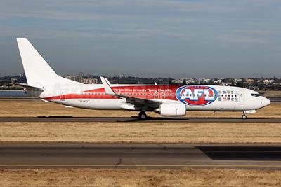Virgin Blue Airlines (virginblue.com.au) Boeing 737-8KG VH-VUY (msn 39450) (Proudly flying the AFL) SYD (John Adlard). Image: 906083.