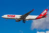 TAM Brasil (TAM Linhas Aereas) Airbus A330-223 PT-MVC (msn 247) GRU (Rodrigo Cozzato). Image: 932111.