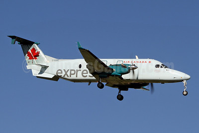 Air Canada Express-Air Georgian Beech (Raytheon) 1900D C-GORC (msn UE-320) YYZ (Keith Burton). Image: 910641.
