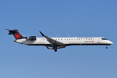 Air Canada Express-Jazz Aviation Bombardier CRJ900 (CL-600-2D24) C-FJZL (msn 15421) YYZ (TMK Photography). Image: 948216.