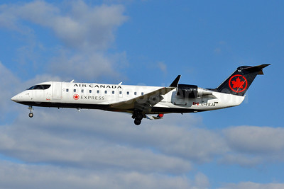 Air Canada Express-Jazz Aviation Bombardier CRJ200 (CL-600-2B19) C-FEJA (msn 7983) BWI (Tony Storck). Image: 944193.