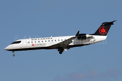 Air Canada Express-Jazz Aviation Bombardier CRJ200 (CL-600-2B19) C-FEJA (msn 7983) DCA (Brian McDonough). Image: 944194.