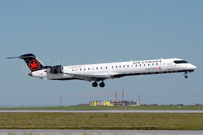 Air Canada Express-Jazz Aviation Bombardier CRJ900 (CL-600-2D24) C-GJZV (msn 15424) YYC (Chris Sands). Image: 940859.
