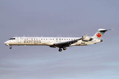Air Canada Express-Jazz Aviation Bombardier CRJ705 (CL-600-2D15) C-FBJZ (msn 15037) SEA (Nick Dean). Image: 943457.