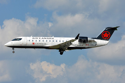 Air Canada Express-Jazz Aviation Bombardier CRJ200 (CL-600-2B19) C-FEJA (msn 7983) BWI (Tony Storck). Image: 943678.
