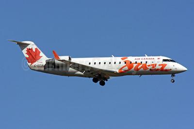 Air Canada Jazz (Jazz Air) Bombardier CRJ200 (CL-600-2B19) C-GZJA (msn 8018) IAD (Brian McDonough). Image: 904954.