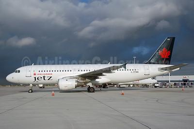 Air Canada Jetz (Air Canada) Airbus A320-211 C-FPWE (msn 175) MIA (Bruce Drum). Image: 100020.