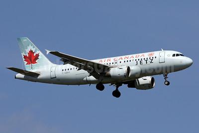 Air Canada Jetz (Air Canada) Airbus A319-114 C-GBIA (msn 817) IAD (Brian McDonough). Image: 938106.