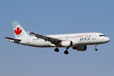 Air Canada Jetz (Air Canada) Airbus A320-211 C-FDCA (msn 232) YYZ (Keith Burton). Image: 912959.