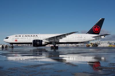 Air Canada Boeing 777-233 LR C-FNND (msn 35246) YVR (Rob Rindt). Image: 941092.