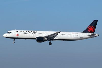 Air Canada Airbus A321-211 C-GJWO (msn 1811) LAX (Michael B. Ing). Image: 940166.