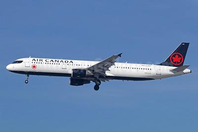 Air Canada Airbus A321-211 C-GIUF (msn 1638) LAX (Michael B. Ing). Image: 940930.