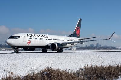 Air Canada Boeing 737-8 MAX 8 C-FSDQ (msn 61209) YVR (Rob Rindt). Image: 941125.