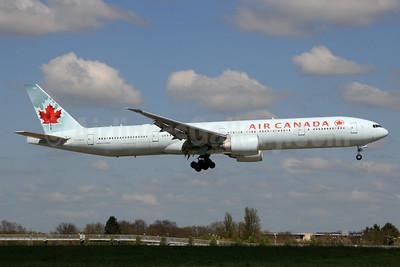 Air Canada Boeing 777-333 ER C-FNNW (msn 43250) LHR (SPA). Image: 927900.
