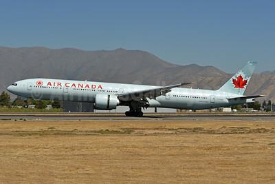 Air Canada Boeing 777-333 ER C-FKAU (msn 62401) SCL (Ken Petersen). Image: 938478.