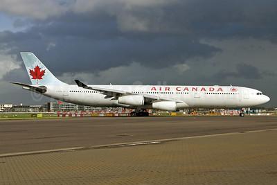 Air Canada Airbus A340-313 C-FYLC (msn 167) LHR (SPA). Image: 940192.