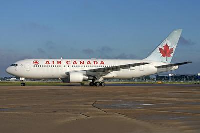 Air Canada Boeing 767-233 ER C-FBEM (msn 24325) LHR (SPA). Image: 940543.