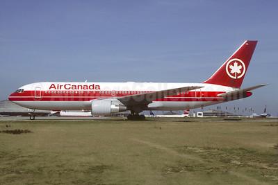Air Canada Boeing 767-233 ER C-GDSY (msn 24145) CDG (Christian Volpati). Image: 940546.