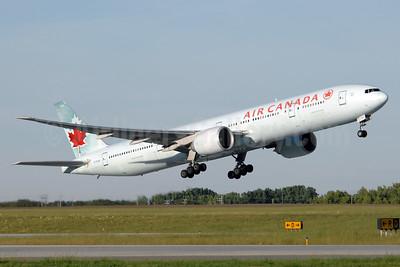 Air Canada Boeing 777-333 ER C-FIUW (msn 35249) YYC (Chris Sands). Image: 927233.
