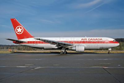 Air Canada Boeing 767-233 ER C-GAVF (msn 22528) ZRH (Rob Rindt Collection). Image: 948805.
