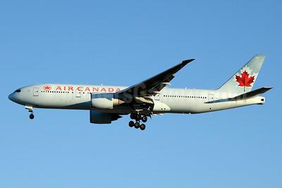 Air Canada Boeing 777-233 LR C-FIVK (msn 35245) YYZ (Jay Selman). Image: 403431.
