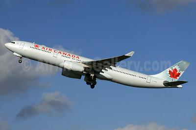 Air Canada Airbus A330-343 C-GHKR (msn 400) LHR (SPA). Image: 936516.