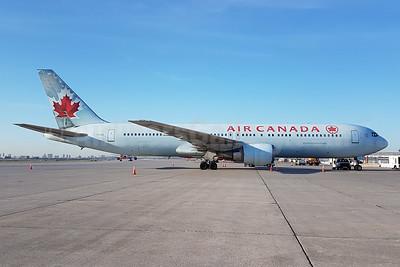 Air Canada Boeing 767-375 ER C-FCAB (msn 24082) YYZ (TMK Photography). Image: 939638.